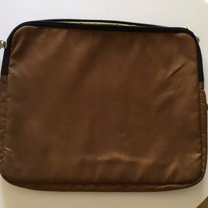 Laptop bag with zipper padded.